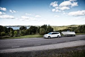 Broson Wheels –Bild på bil med båtkärra